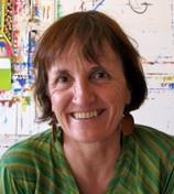 Isabel, notre intervenante dans le domaine de la créativité par la peinture